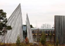 Lavvu in zgradba samijskega parlamenta v mestu Karasjok na Norveškem (2)