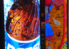 Boben in Pepsi: šamanski boben in avtomat za osvežilne pijače na letališču v mestu Kittilä